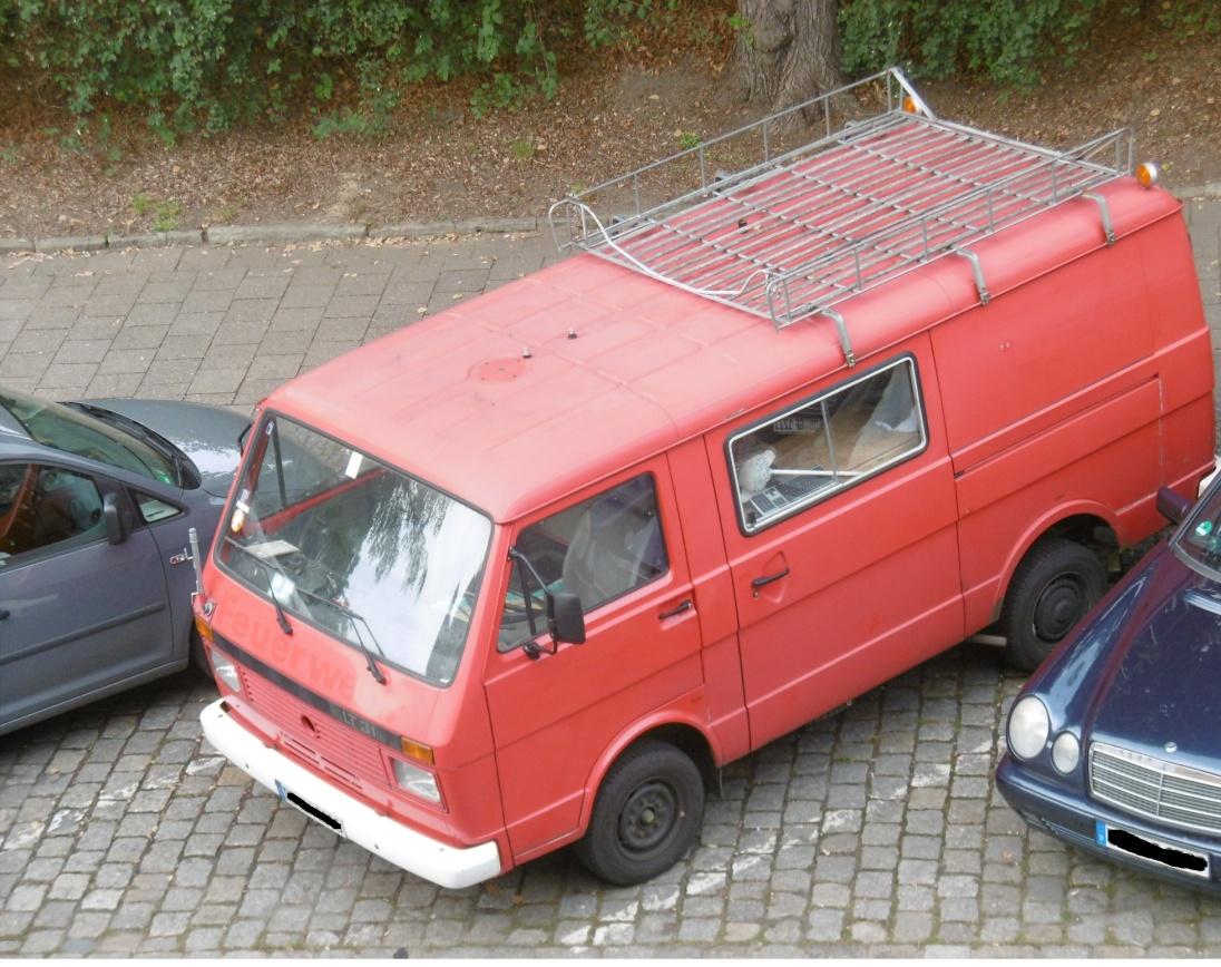 roter-kleinbus-hat-storung